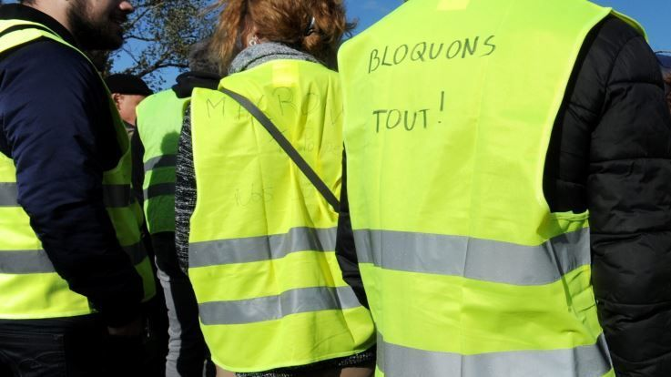 mouvement de gilets jaunes dans la loire. Black Bedroom Furniture Sets. Home Design Ideas